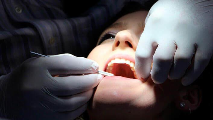 Síntomas que nos indican que tenemos que acudir al dentista